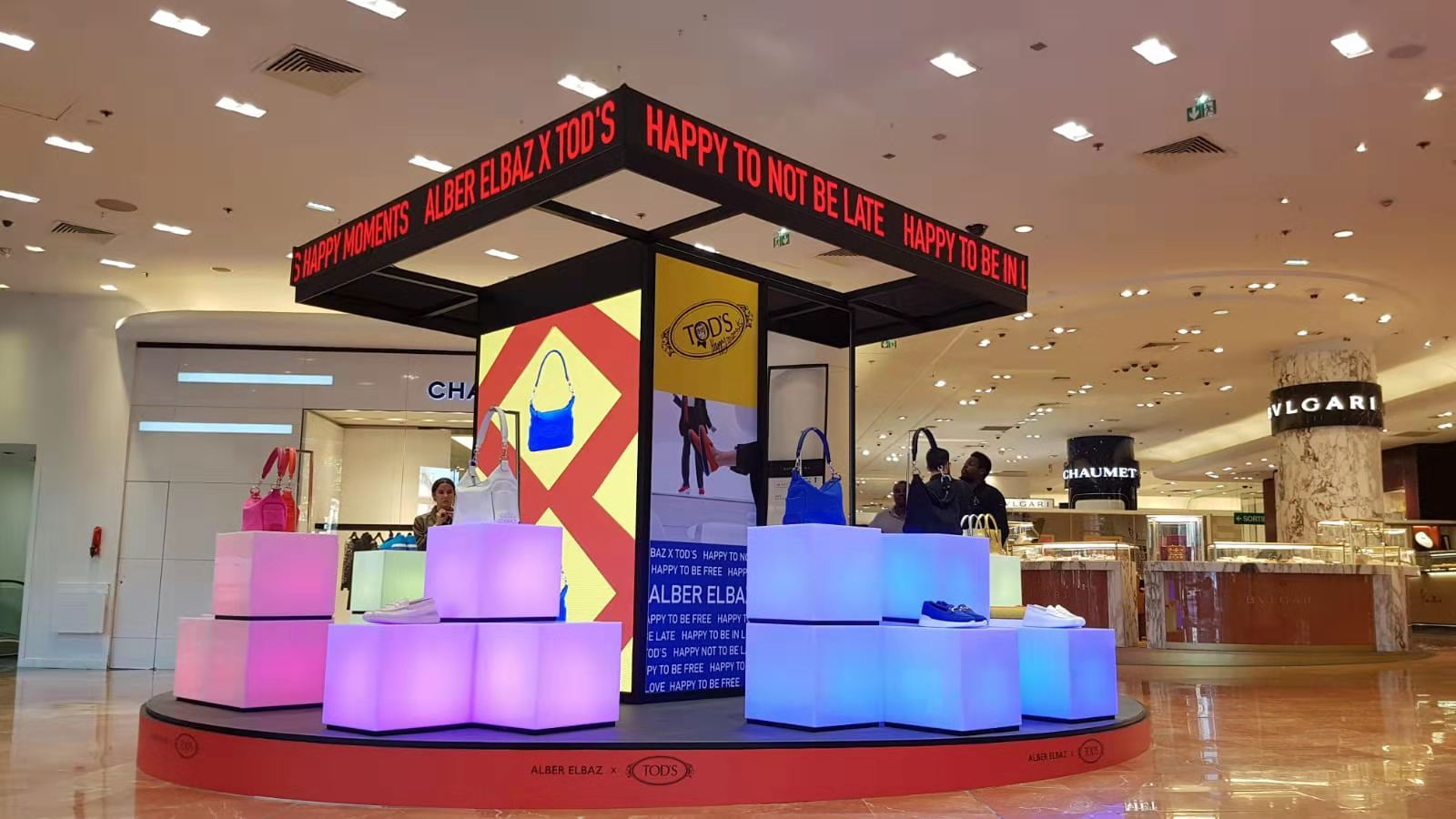 Italy high resolution flexible LED display for shopping mall